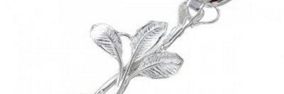Серебряная брошь с янтарём