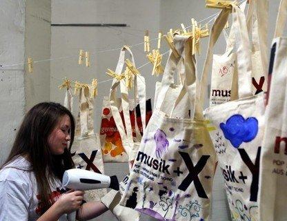 Креативный немецкий: мастер-класс по росписи сумок