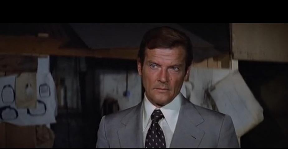"Кадр из фильма ""Джеймс Бонд. Агент 007: Лунный гонщик"""