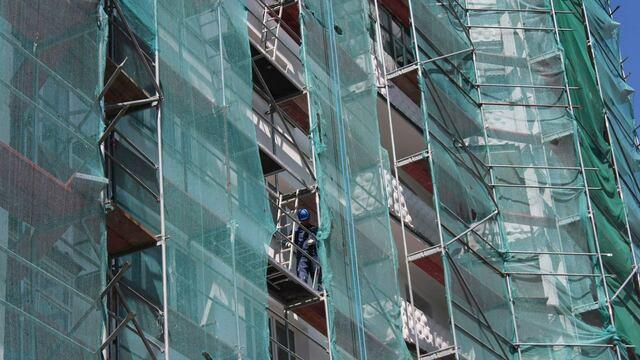 Ещё на двух фасадах ремонтируемых домов на Острове появятся футболисты