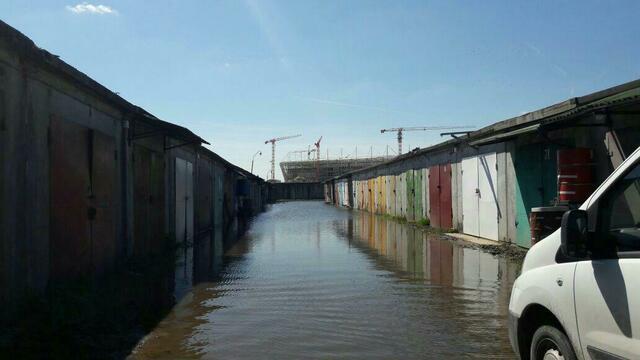 На Октябрьском острове затопило гаражи (фото)