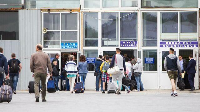 Строители закончили работы в левом крыле аэровокзала Храброво и перешли в правое