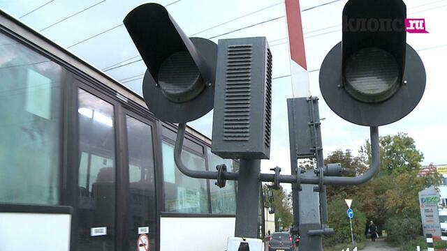 Клопс-навигатор: как проехать через переезд на ул. Нарвской, чтобы машина не попала под шлагбаум (видео)