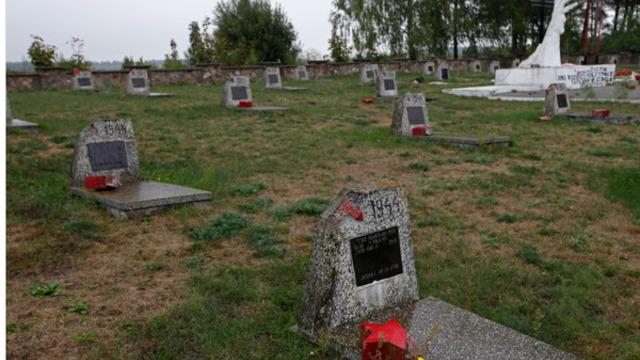 В Польше восстановили советское кладбище, разрушенное детьми-вандалами