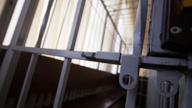 СМИ: Суд избрал меру пресечения для калининградских полицейских, которые подложили мужчине наркотики