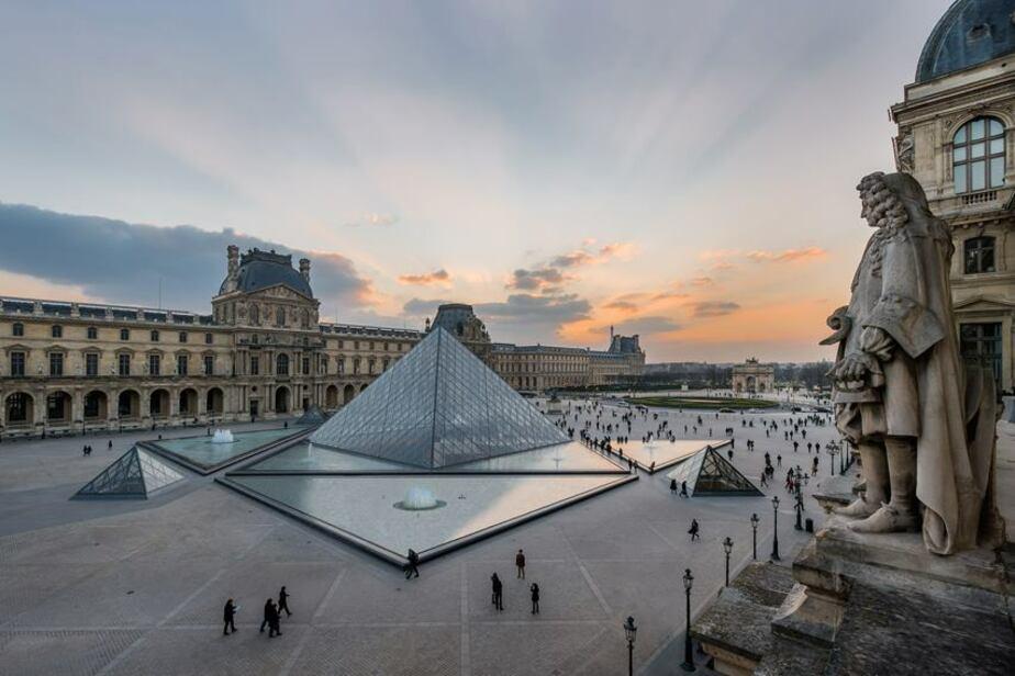 "Сообщество ""Musée du Louvre"" / Facebook"