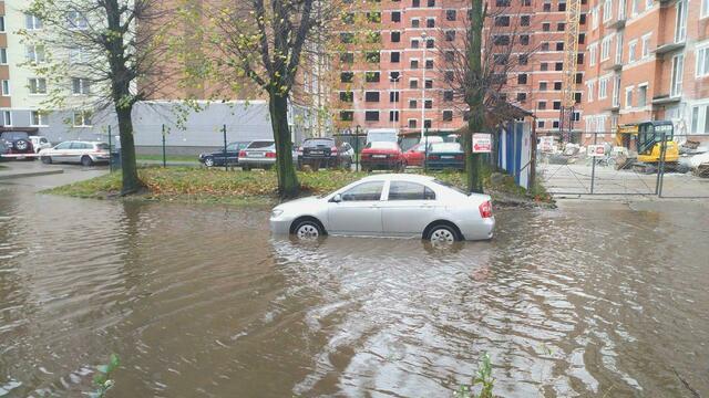 В Калининграде перекрыли затопленную ул. Зои Космодемьянской
