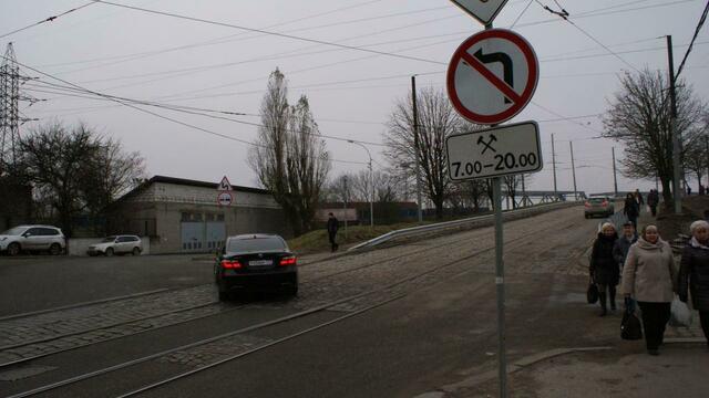 Ярошук не знает, когда будут построены новые подъезды к мосту на Суворова