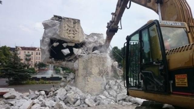 Депутаты ГД попросили МИД перевезти из Польши в Россию советские памятники