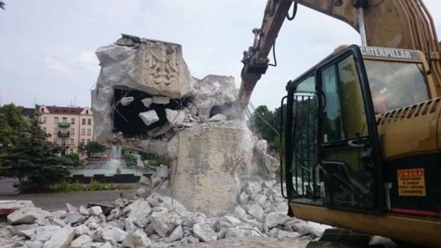 Поляки снесут ещё четыре памятника красноармейцам в Вармии и Мазурах