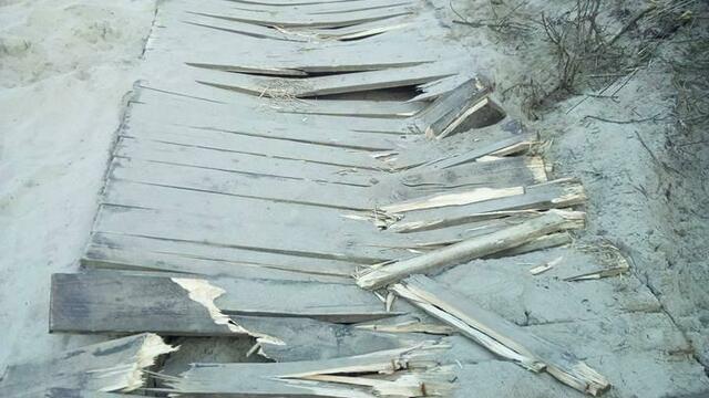 На пляже в Балтийске разломали деревянный настил (фото)