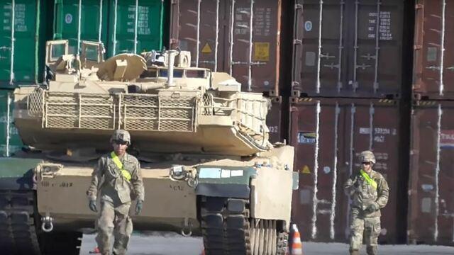 В Гданьск привезли бронетехнику НАТО