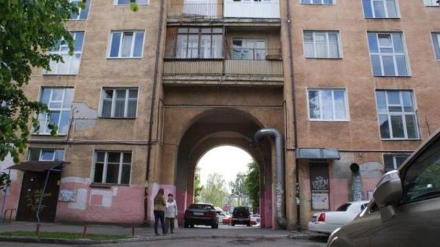 Власти Калининграда требуют от жителей Ленпроспекта расстеклить балконы до начала ЧМ-2018