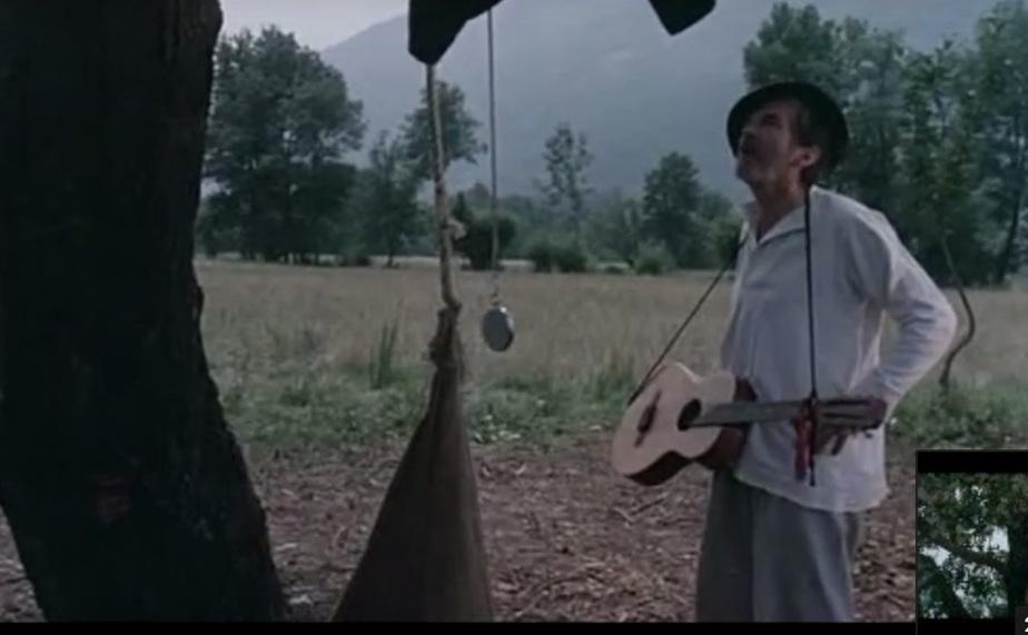"""Фото: кадр из фильма """"Папа в командировке"""""""