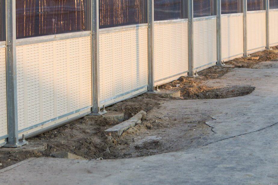 В Калининграде на Восточной эстакаде провалился тротуар
