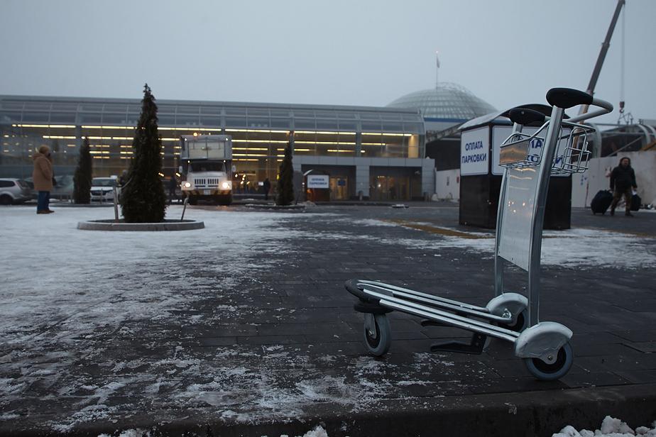 В аэропорту Храброво из-за непогоды задерживаются восемь рейсов
