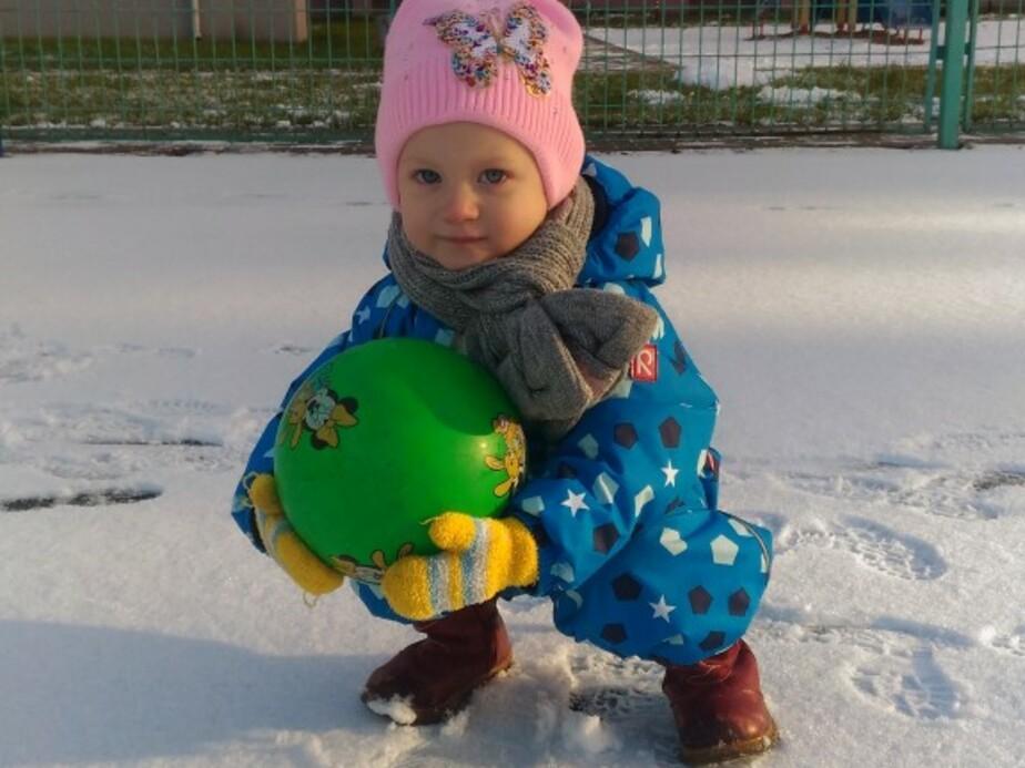 В Калининграде собирают средства на лечение двухлетней девочки с тугоухостью