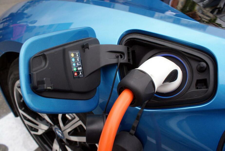 Президент Польши пересел на электромобиль