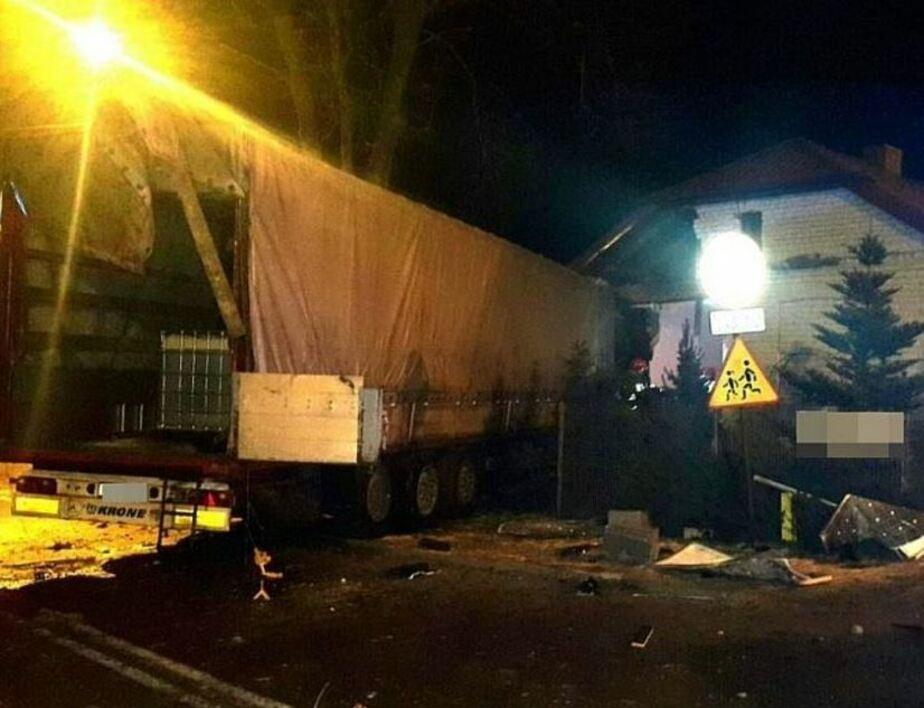 В Польше грузовик протаранил дом, в котором спали трое детей