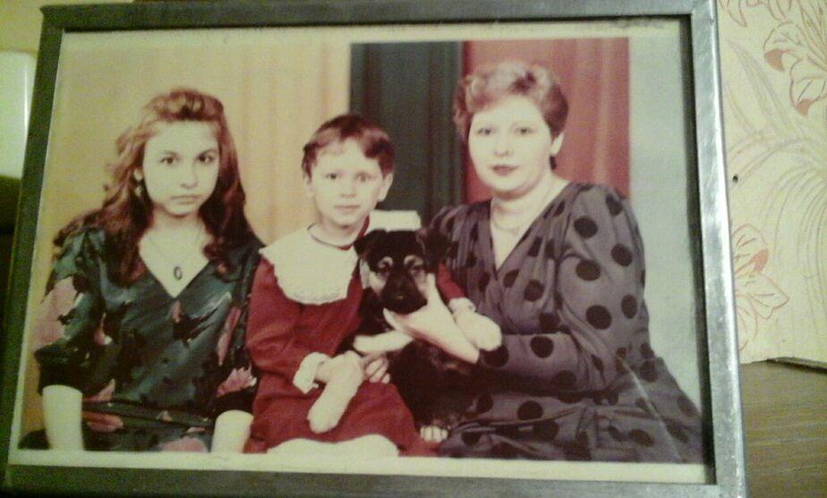 Маленькая Кира в центре / Фото: личный архив семьи