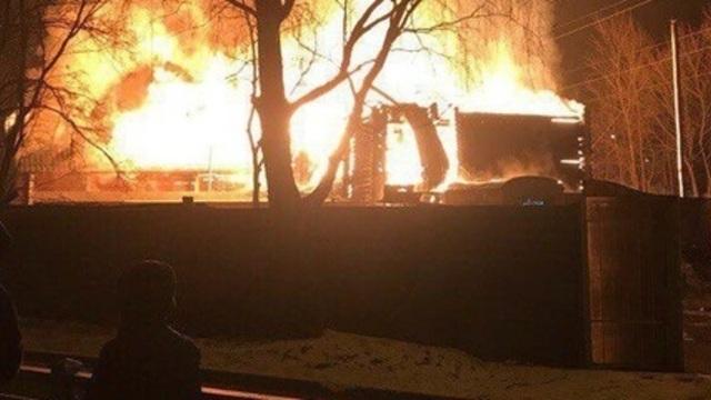 В микрорайоне Космодемьянского отключат электричество из-за пожара в