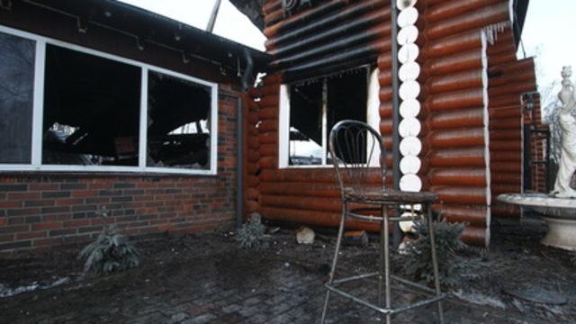 Пожарным мешали зеваки на машинах: как тушили комплекс