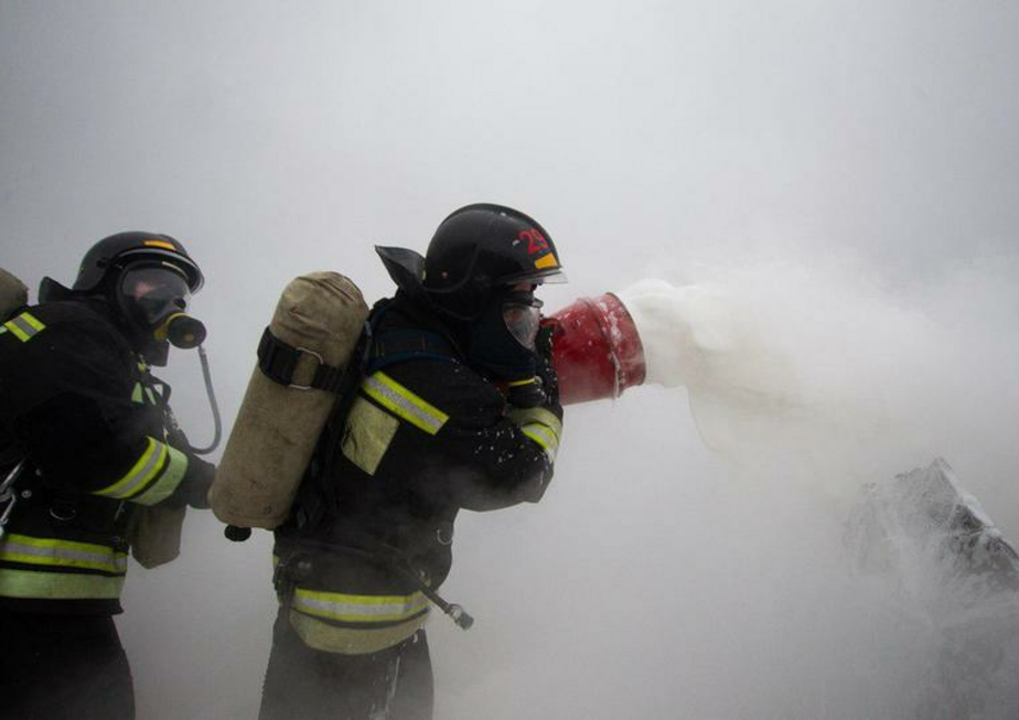В Калининграде во время ночного пожара из одноэтажного дома эвакуировали семь человек