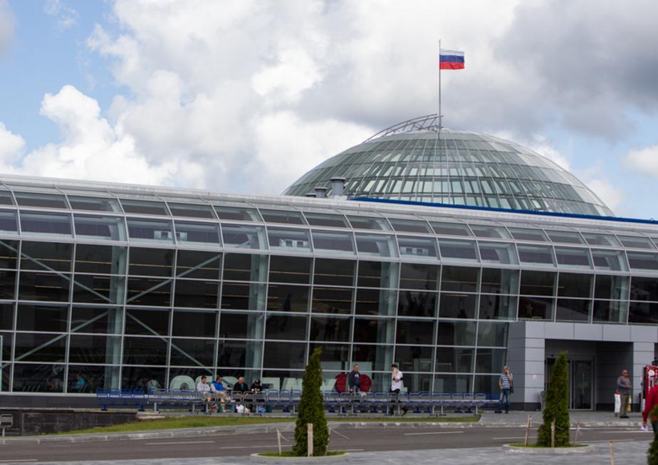 """Алиханов назвал аэропорт """"Храброво"""" наиболее проблемным объектом из готовящихся к ЧМ-2018"""