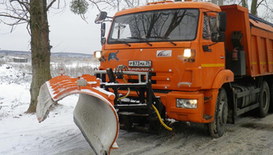 Правительство региона: автотрассы расчищают 114 снегоуборочных машин
