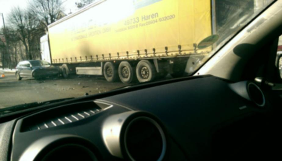 На Невского столкнулись грузовик и два легковых автомобиля (фото)