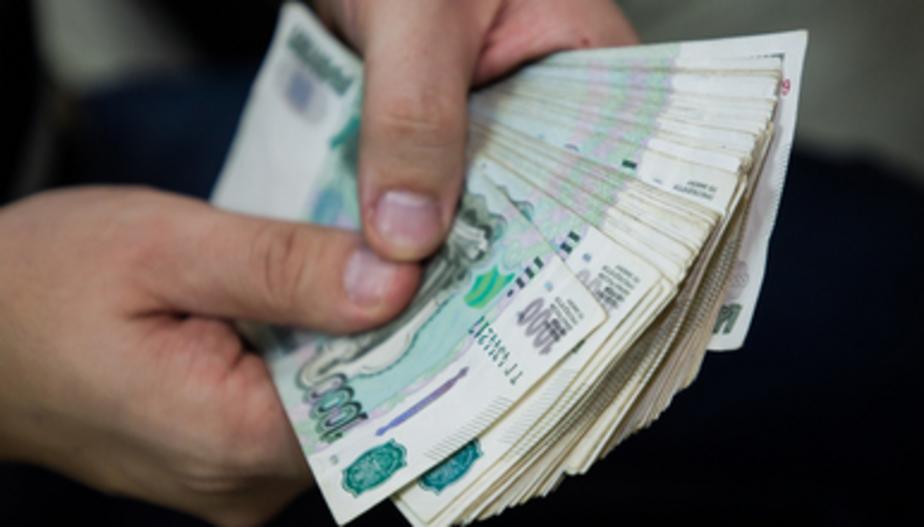 Калининградец отсудил у управляющей компании 83 тысячи рублей за то, что на его машину упал дымоход