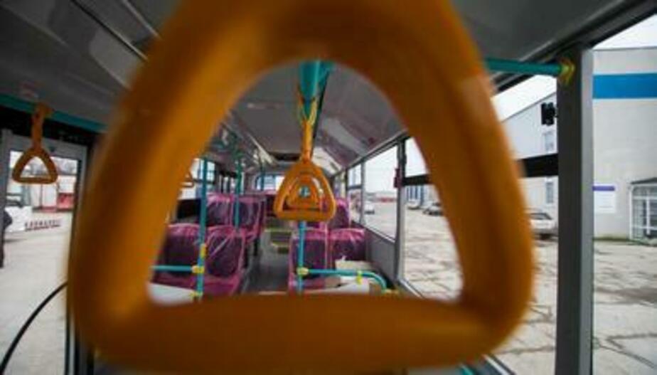 В Калининграде пассажирка автобуса получила травмы из-за резкого торможения