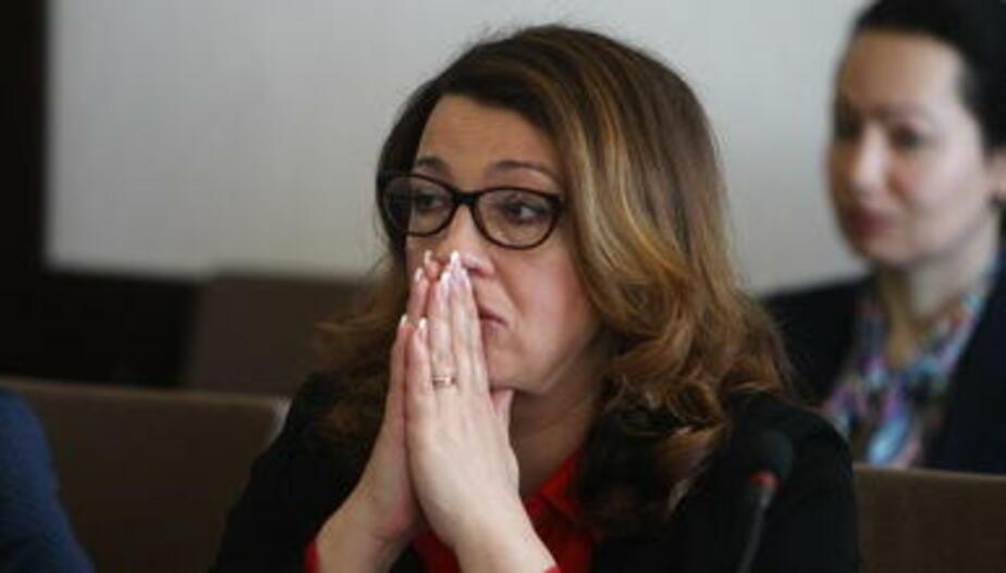 Цветы и слёзы: как отреагировали чиновники на отставку Ярошука (фото)