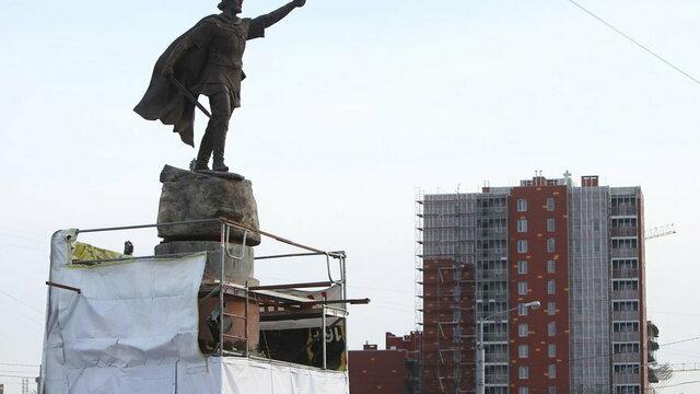 Во время открытия памятника Невскому движение по кольцу на пл. Василевского приостановят на несколько минут