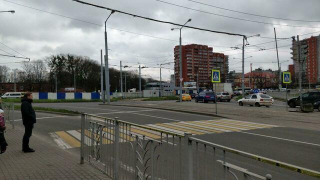 На площади Василевского начали установку постамента под памятник Александру Невскому