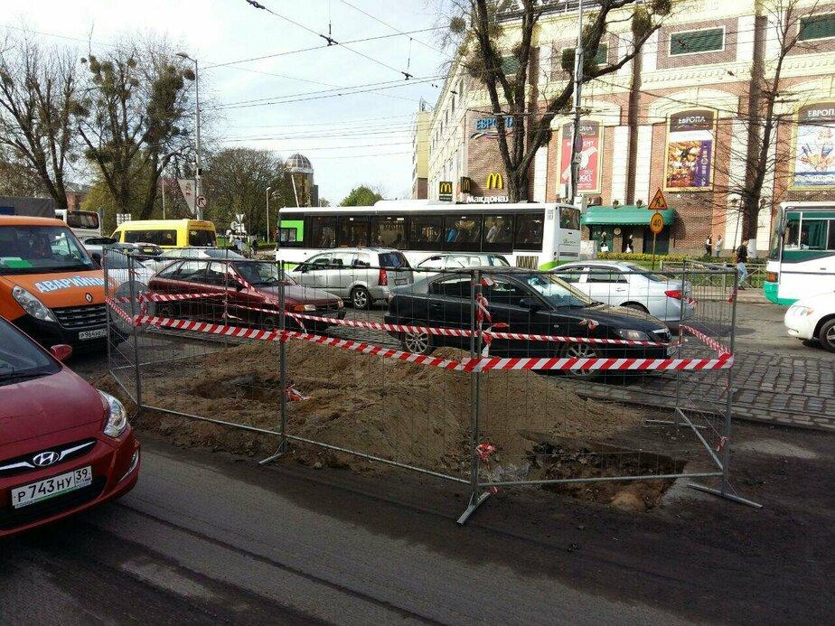 На Ленинском проспекте из-за ремонтных работ образовалась пробка