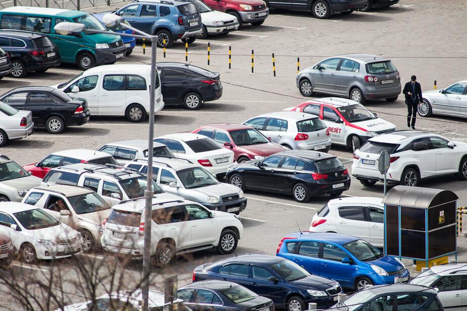 """У ТЦ """"Эпицентр"""" в начале мая появятся временные парковки"""