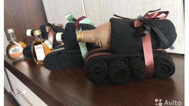Декоративные пушки и танки из носков: что продают калининградцы к 9 Мая