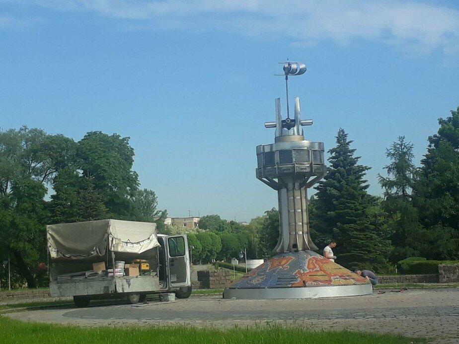 В Калининграде на Нижнем озере начался ремонт часов (фото)