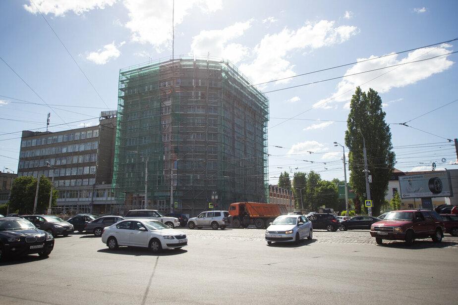 Из-за неработающего светофора на перекрёстке улиц Фрунзе и 9 Апреля образовалась пробка
