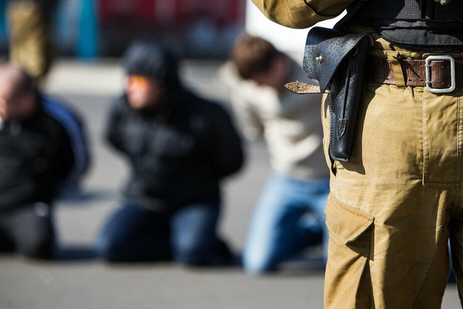Спецслужбы Литвы во время учений тренировались снимать с поезда агрессивных болельщиков из России