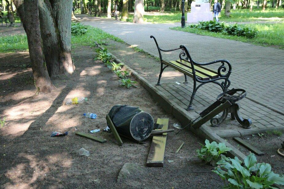Глава Советска обещает десять тысяч рублей за информацию о вандалах, устроивших погром в городском парке