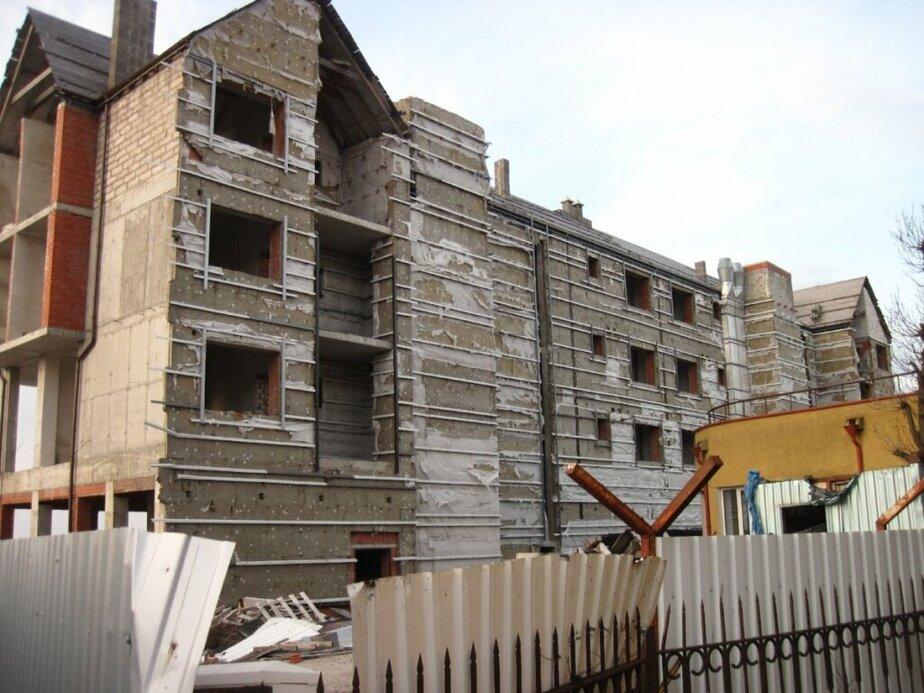 В Зеленоградске суд разрешил перестроить незаконный апарт-отель из-за невозможности его сноса