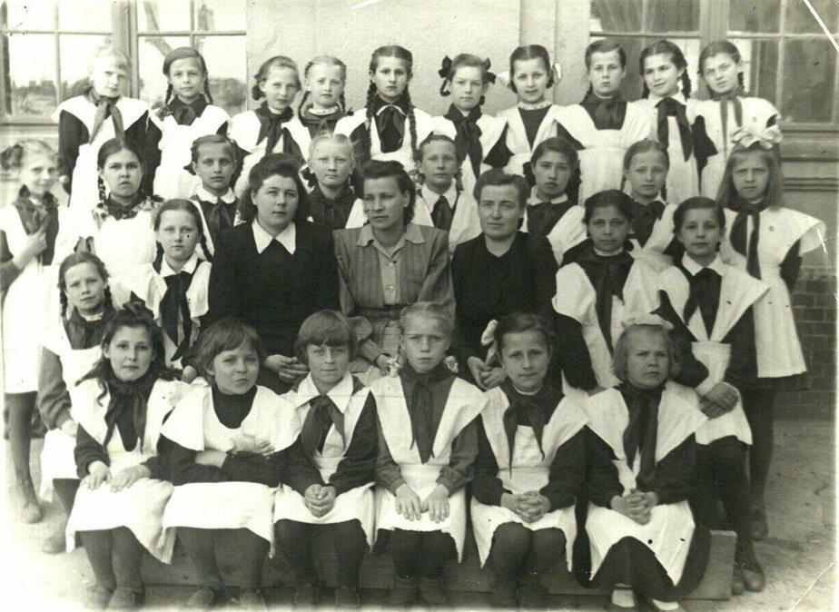 Карцер в детдоме, товарищ Пушкин и один блокнот на весь класс: как жили после войны калининградские школьники