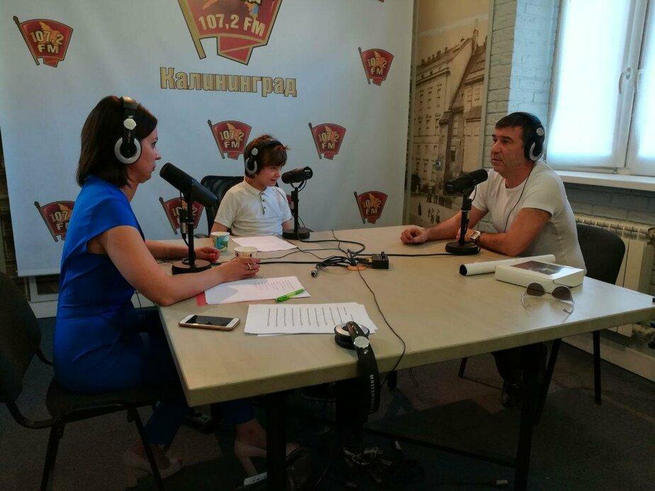 """Особенные дети взяли интервью у Алиханова и Гришковца: марафон на радио """"КП-Калининград"""" (видео)"""