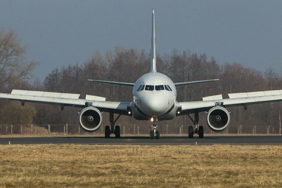 В Калининграде приземлился летевший в Германию самолёт, в котором стало плохо ребёнку