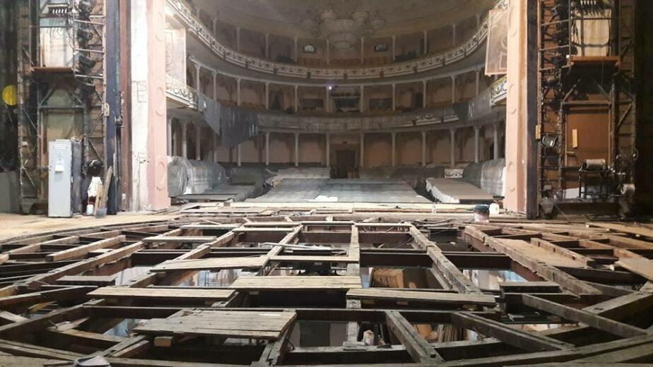 В Калининградском областном драмтеатре приступили к ремонту сцены
