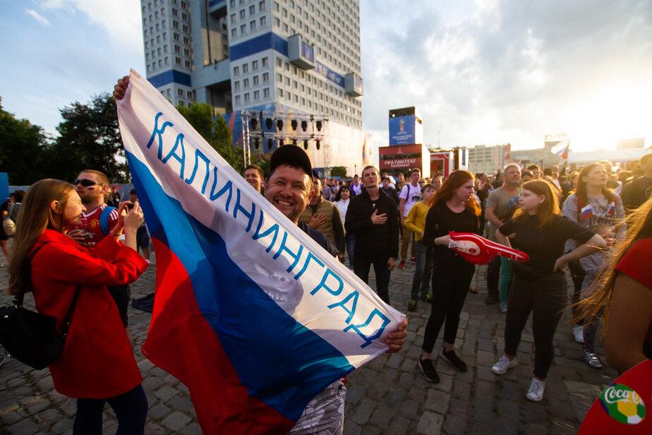 В Калининграде из-за наплыва болельщиков во время матча сборной России пришлось временно закрыть вход в фан-зону
