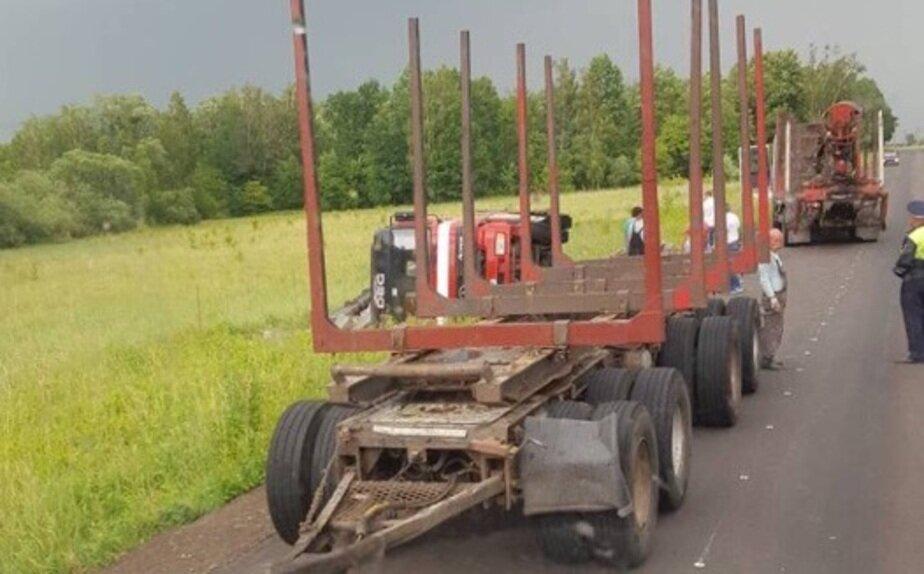 Очевидцы: из-за перевернувшегося самосвала заблокирована дорога Озерки — Гвардейск