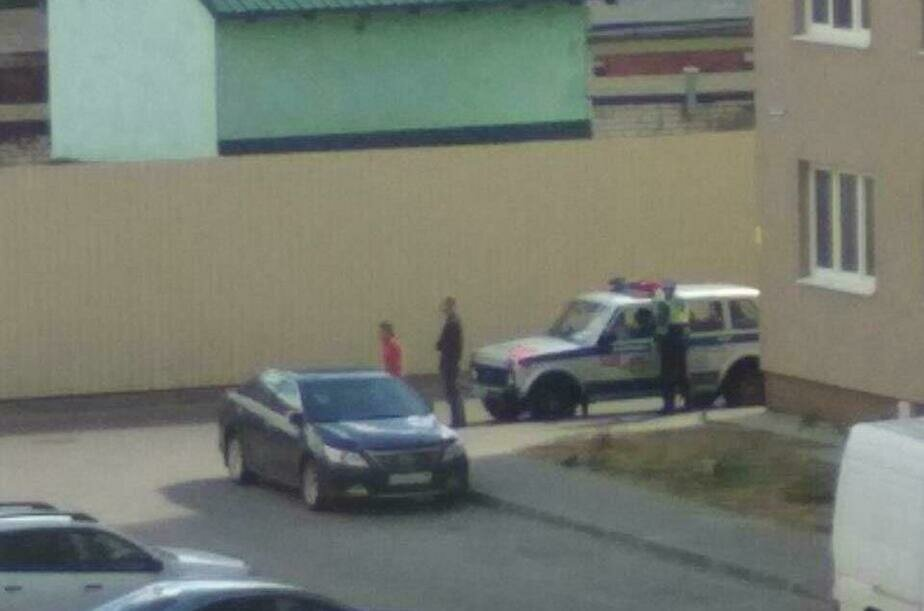Очевидец: В Калининграде машина наехала на поскользнувшегося на проезжей части ребёнка
